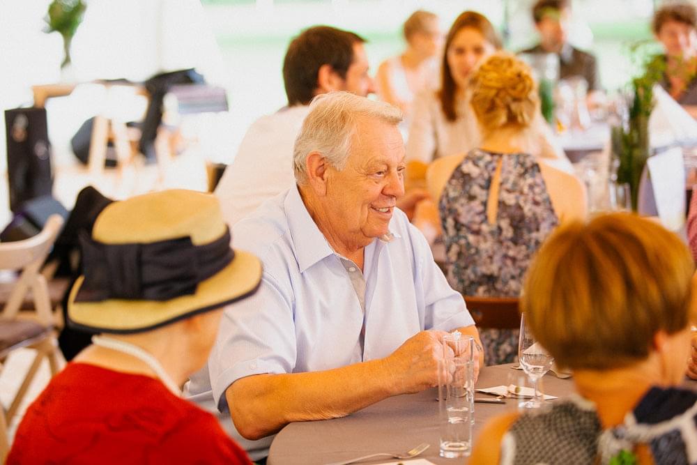 dziadek na weselu zdjecie