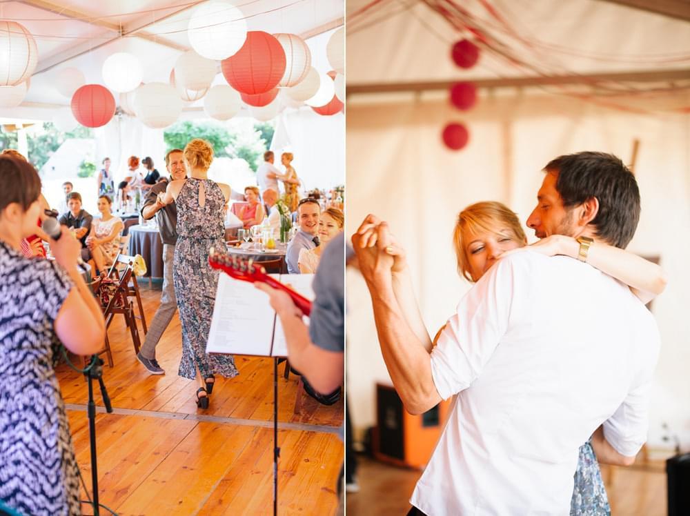 taniec na weselu w namiocie