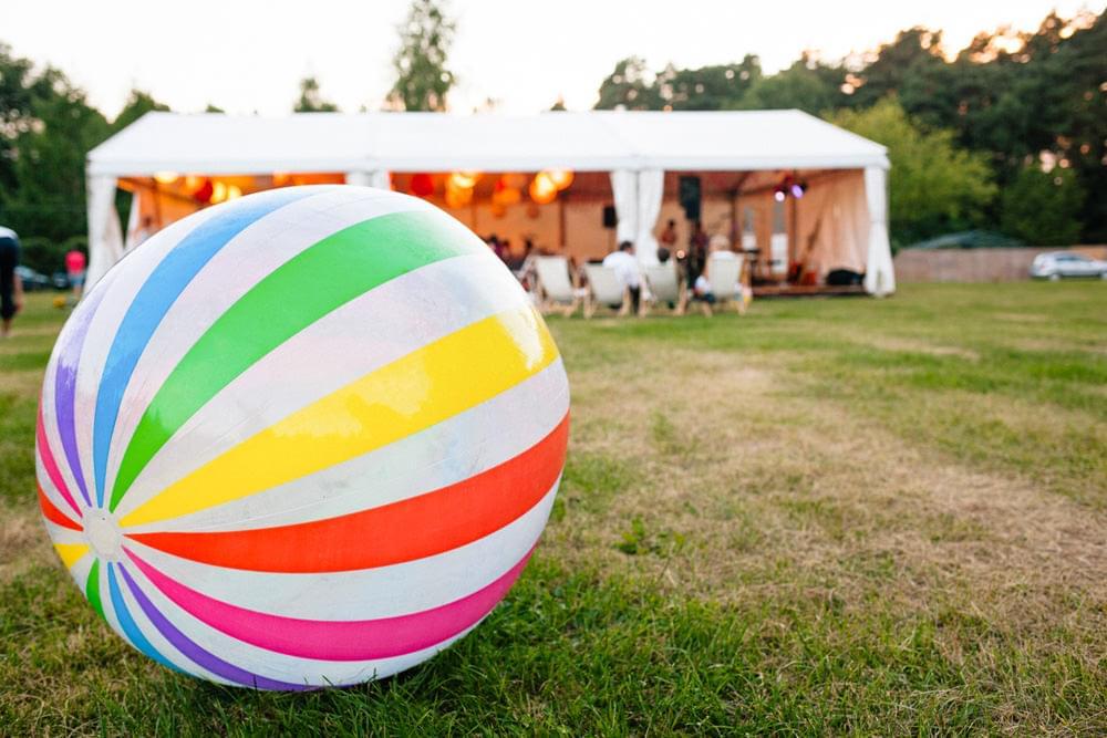 wesele w ogrodzie zabawy dla gosci zdjecie