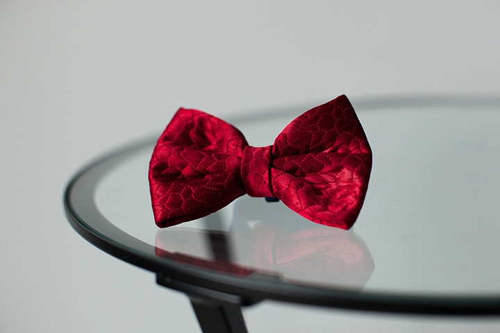 czerwona dresowa mucha ślubna zdjęcie