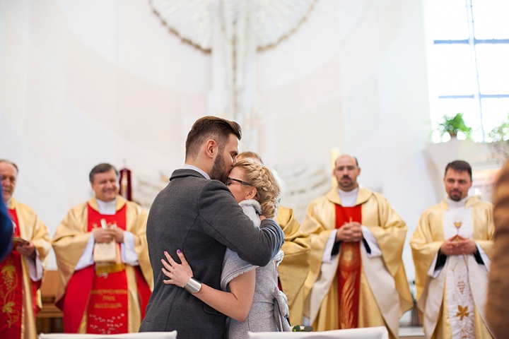 reportaż ślubny gdańsk fotograf zdjęcie z kościoła